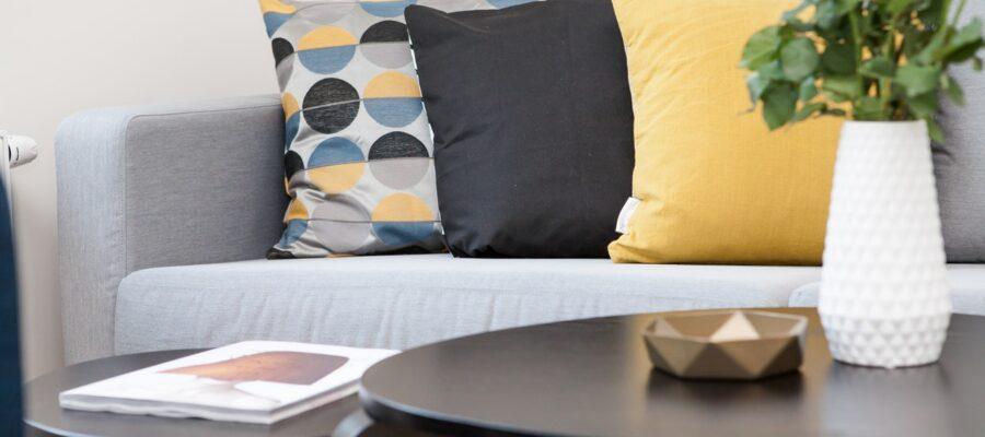 Flot designet stue med nye møbler